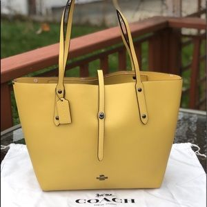 COACH MARKET TOTE WITH FLORAL INTERIOR/LEATHER